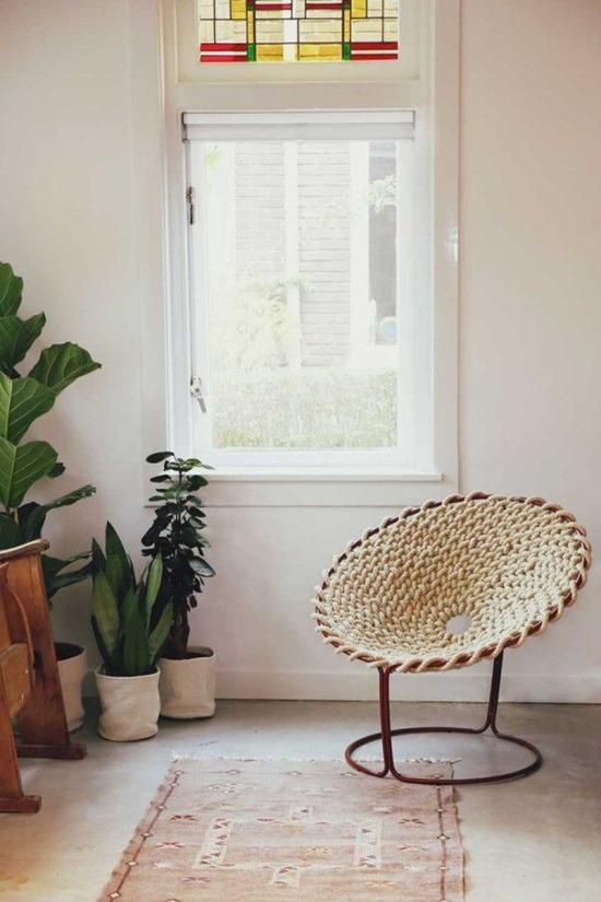 Кресло из каната в интерьере доме