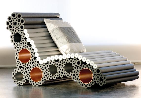 Кресло из металлических труб для дома