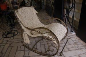 Кресло, изготовленное из металла
