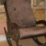Кресло-качалка на основе велюра