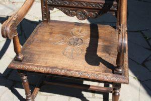 Кресло на основе дуба