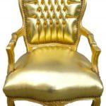 Кресло, оформленное в золотом цвете