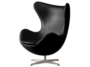 Кресло с оригинальным дизайном, выполненное в черном цвете