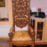 Кресло с резьбой из массива ясеня