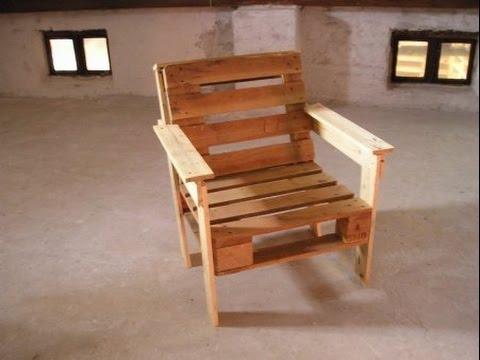 Кресло, созданное из поддонов