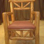 Кресло, созданное из сосны