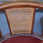 Кресло, созданное на основе ореха
