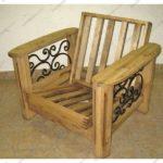 Кресло, созданное на основе сосны