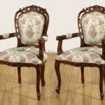 Кресло в классическом стиле на основе красного дерева