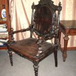 Массивное кресло на основе ореха