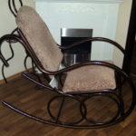 Металлическое кресло качалка для дома