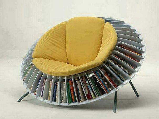 Модель кресла, созданного из книг