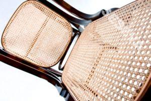 Модель орехового кресла для дома