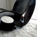 Модное пластиковое кресло