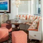 Мягкие небольшие кресла в коралловом цвете