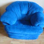Мягкое и приятное синее кресло для дома