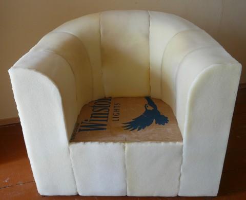 Мягкое картонное кресло для дома