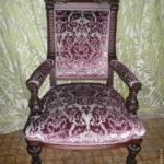 Мягкое кресло на основе красного дерева