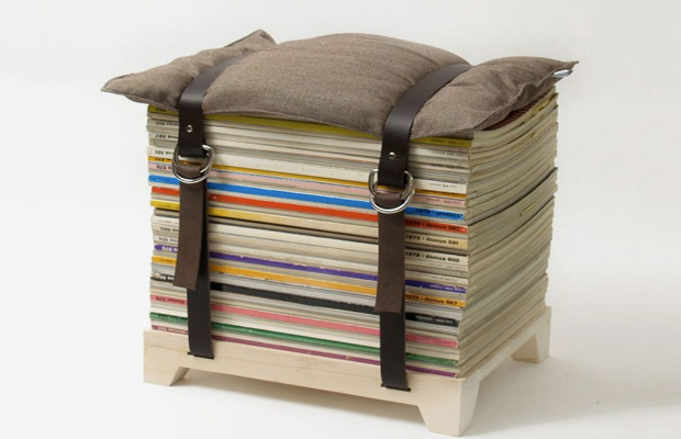 Мягкое кресло, созданное из книг