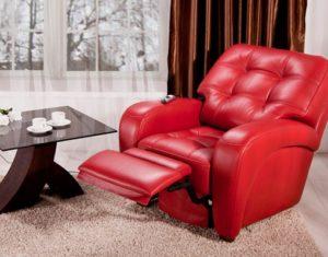 Мягкое кресло в красном колере
