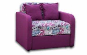 Мягкое кресло в пурпурном цвете