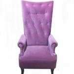 Мягкое практичное кресло в пурпурном цвете