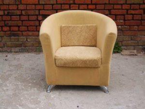 Мягкое шикарное кресло на основе сосны