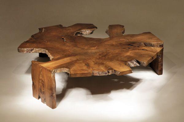 Необычное кресло, созданное из коряги