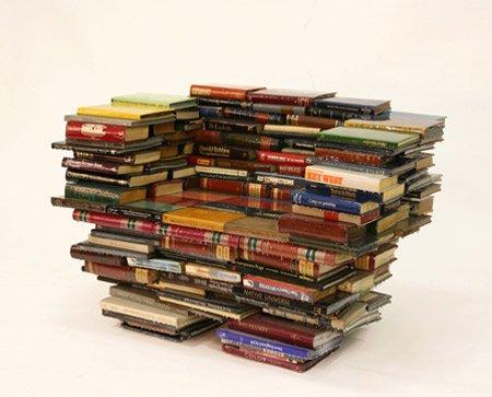 Необычные кресла из книг