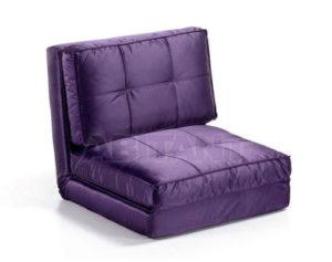 Необычный дизайн креслв, оформленного в пурпурном цвете
