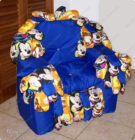 Обшитое кресло на основе пластиковых бутылок