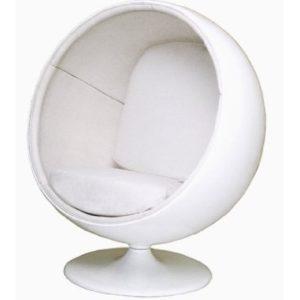 Оригинальное кресло шар в белом цвете