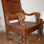 Оригинальное кресло, созданное из дуба