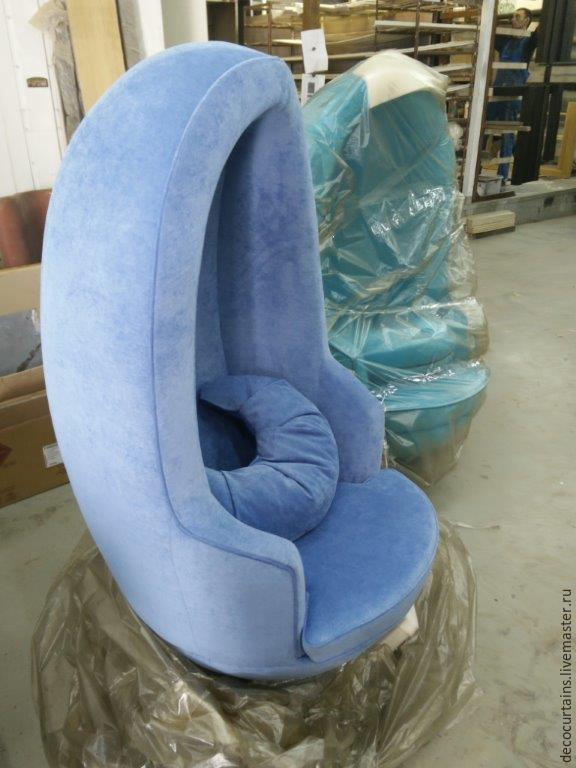 Оригинальное кресло, созданное из велюра