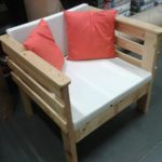 Оригинальное кресло своими руками из поддонов