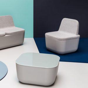 Оригинальное современное кресло, созданное из пластика