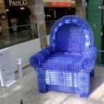 Оригинальные кресла из бутылок