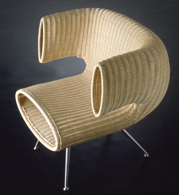 Плетенное кресло, созданное из каната