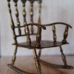 Практичное кресло на основе бронзы