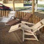 Практичное кресло, выполненное из лиственницы