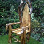 Практичные кресла из коряги