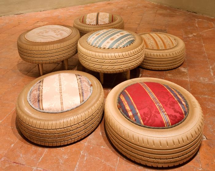 Практичные низкие кресла, созданные из колес