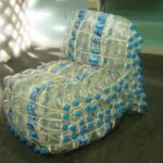 Применение пластиковых бутылок для создания кресла