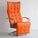 Привлекательное кресло в оранжевом цвете