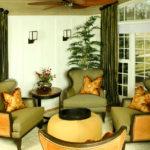 Приятные кресла в интерьере дома оливкового цвета