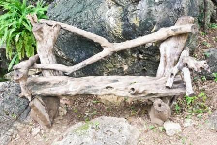 Простое кресло, созданное из коряги своими руками