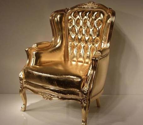 Роскошное золотое кресло
