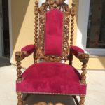 Шикарное старинное кресло на основе ореха