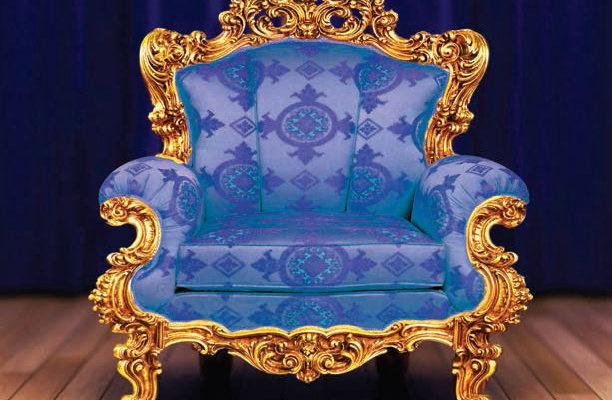Шикарный внешний вид дорогого кресла в синем цвете