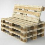 Широкое кресло, созданное из поддонов